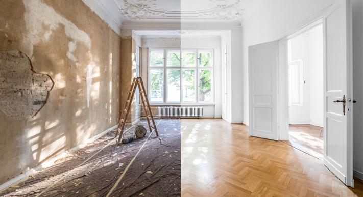 Großer heller Raum, linke Seite wird renoviert, rechte Seite ist fertig renoviert