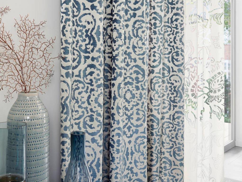 blau/besche gardinen mit vasen