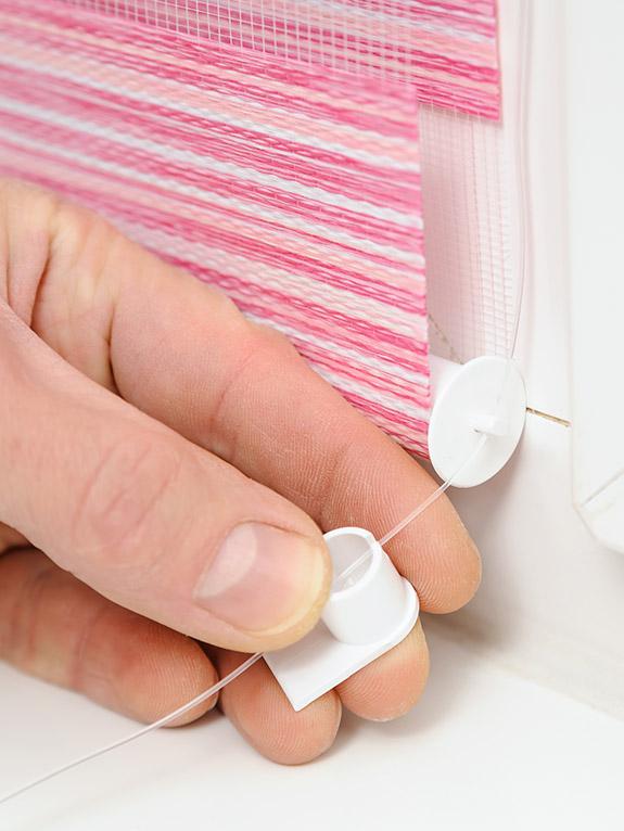 Schnur von Plissee anbringen