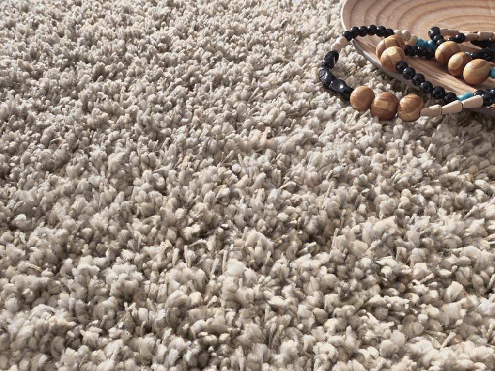 bescher teppichboden mit holz kette und schüssel