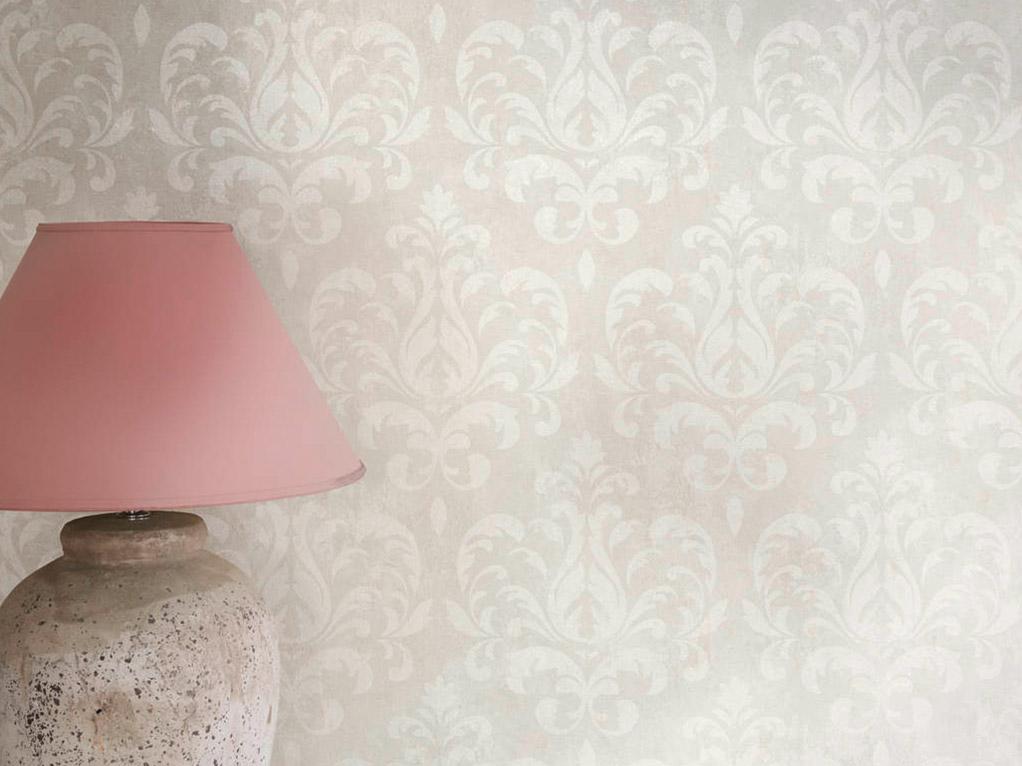 besche tapete mit rosa lampe