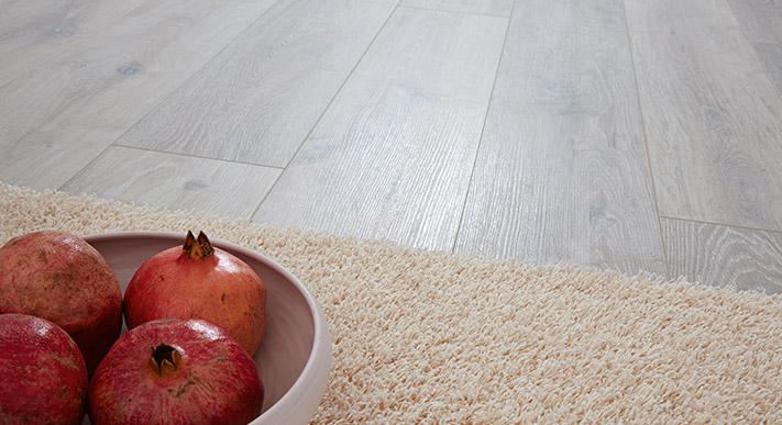 Laminatboden mit Granataepfeln