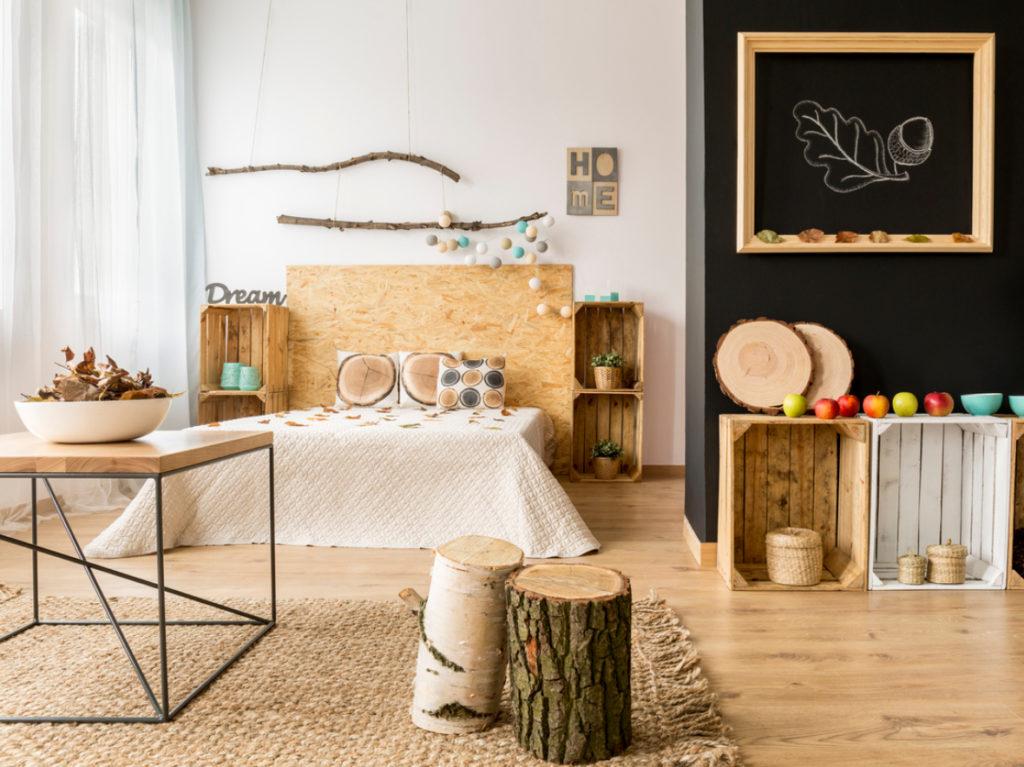 Schafzimmer mit Herbstdekoration